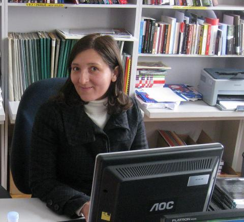 Free access to library computers has helped Ms Ljiljana Car, a Roma student, with her studies.